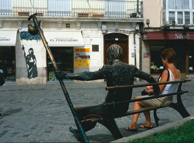 Estatua peregrino en BUrgos